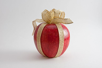 apple with bow
